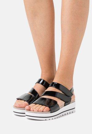 WOMS  - Sandalen met plateauzool - black