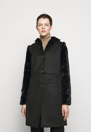 FAUX SHEARLING COAT - Classic coat - black