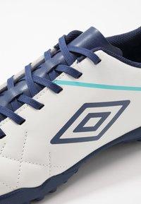 Umbro - MEDUSÆ III LEAGUE TF - Scarpe da calcetto con tacchetti - white/medieval blue/blue radiance - 5