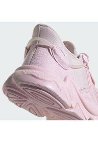 adidas Originals - OZWEEGO W - Tenisky - clear pink/clear pink/clear pink - 6