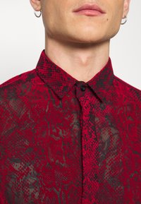 Twisted Tailor - ANDRESCO - Camicia - red - 5