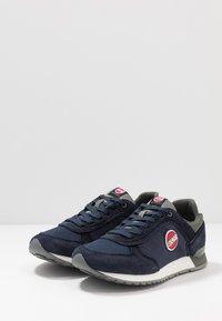 Colmar Originals - TRAVIS RUNNER PRIME - Sneaker low - navy/dark gray - 2