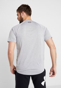 Under Armour - HEATGEAR TECH  - T-shirt med print - steel light heather/black - 2