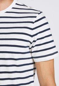 J.CREW - SLUB DECK STRIPE TEE - T-shirt imprimé - mountain white - 6