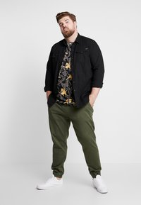 Blend - Trousers - olive night green - 1