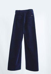 Massimo Dutti - MIT KNÖPFEN  - Trousers - dark blue - 2