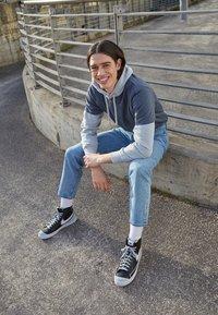 Nike Sportswear - BLAZER MID '77 INFINITE UNISEX - Korkeavartiset tennarit - black/white/grey fog/particle grey - 0