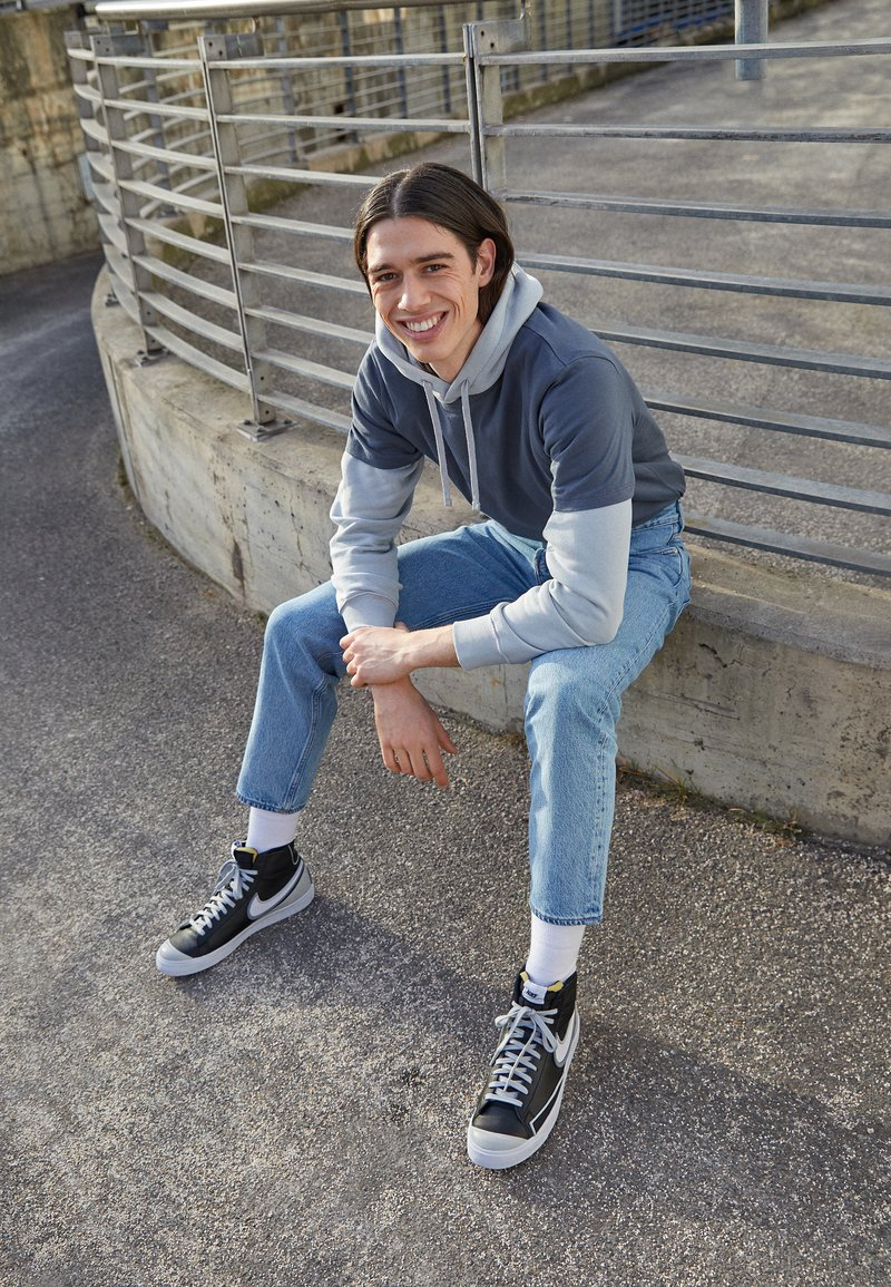 Nike Sportswear - BLAZER MID '77 INFINITE UNISEX - Korkeavartiset tennarit - black/white/grey fog/particle grey