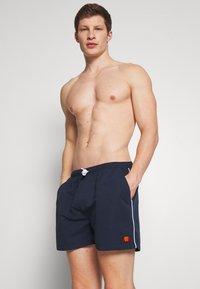 Ellesse - DEM SLACKERS - Swimming shorts - navy - 1