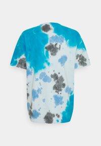 Nike Sportswear - TEE  - T-shirt med print - laser blue/football grey - 1