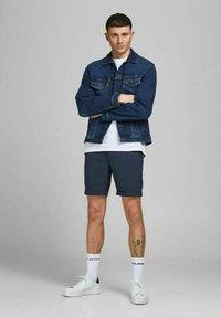 Jack & Jones PREMIUM - JJICONNOR - Shorts - navy blazer - 1