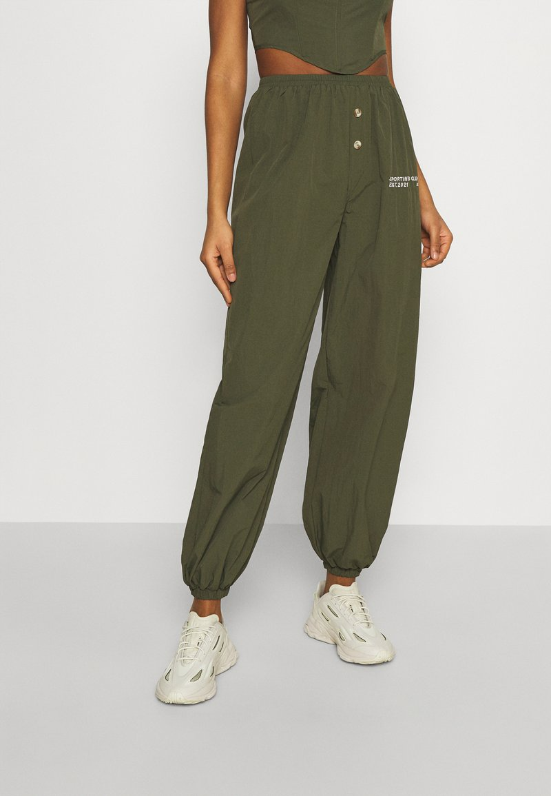 Missguided - SPORTING CLUB JOGGER - Tracksuit bottoms - khaki