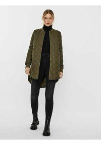 Vero Moda - JACKE   - Light jacket - ivy green - 1