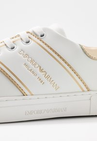 Emporio Armani - BELLA - Sneaker low - white/light gold - 2