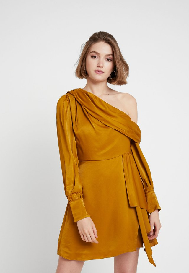 ASSYM DRESS - Day dress - ochre