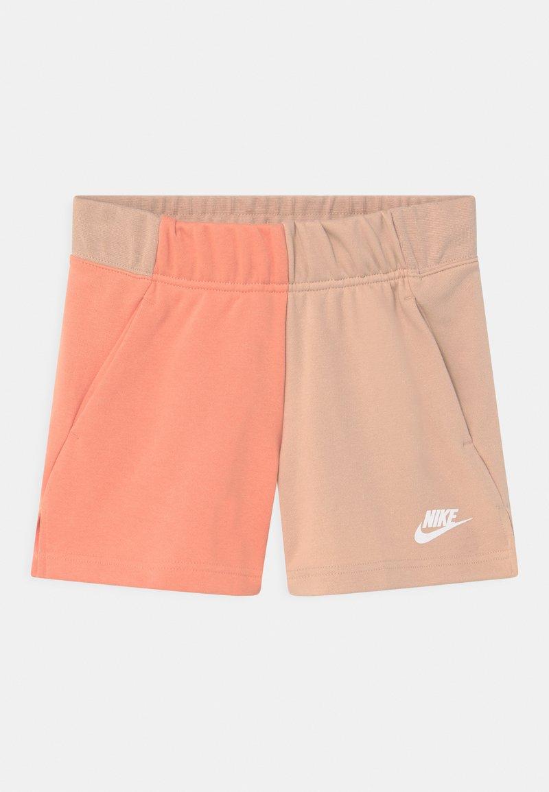 Nike Sportswear - Kraťasy - shimmer/apricot agate/white