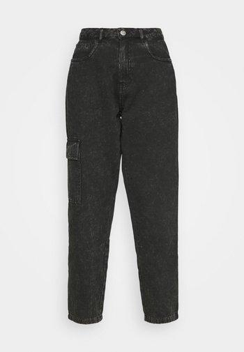 NMMABEL MOM POCKET ANKLE PANTS - Džíny Relaxed Fit - black