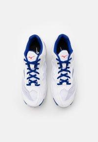 Mizuno - WAVE PHANTOM 2 - Boty na házenou - white/reflex blue/diva pink - 3