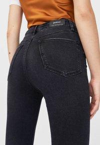 Stradivarius - MIT SEHR HOHEM BUND - Jeans Skinny Fit - black - 3