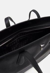 KARL LAGERFELD - IKONIK 3D PIN TOTE - Handbag - black - 3