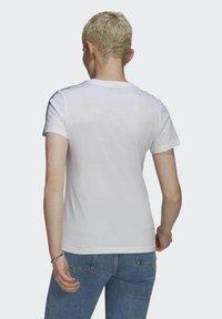 adidas Originals - T-shirt z nadrukiem - white - 2