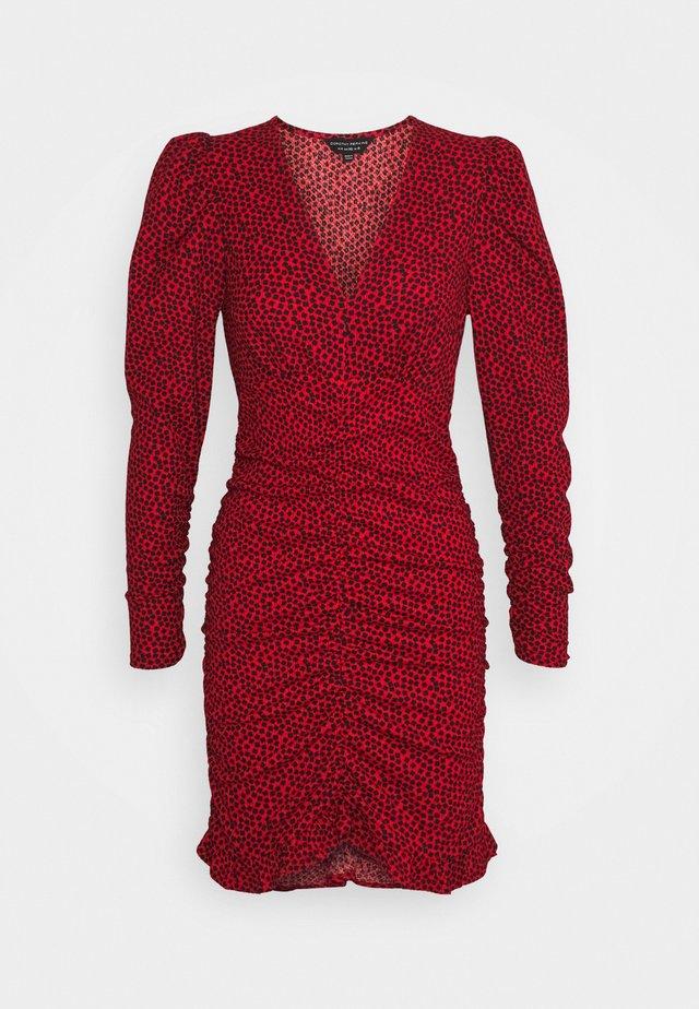 RUCHED FOCHETTE - Robe fourreau - red
