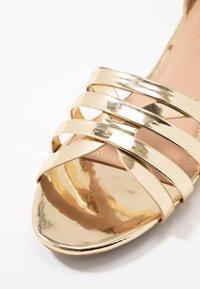 co wren wide fit - WIDE FIT - Sandaler - gold - 2