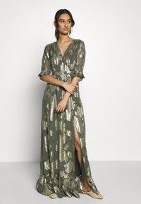 We are Kindred - ADELE MAXI DRESS - Společenské šaty - olive rose - 0