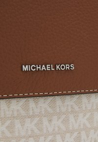 Michael Kors - UTILITY XBODY UNISEX - Across body bag - white/brown - 5
