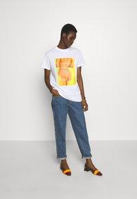 Fiorucci - BUM TEE - Print T-shirt - white - 1
