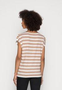 Esprit - BUTTON - Print T-shirt - off white - 2