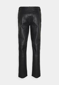 STUDIO ID - FITTED TOUSERS - Pantaloni di pelle - black - 1