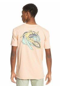 Quiksilver - ISLAND PULSE - Print T-shirt - apricot - 2