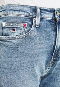 Tommy Jeans - IZZIE SLIM ANKLE - Slim fit jeans - denim light - 5
