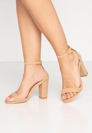 SAN LUIS - Sandály na vysokém podpatku - cinnamon