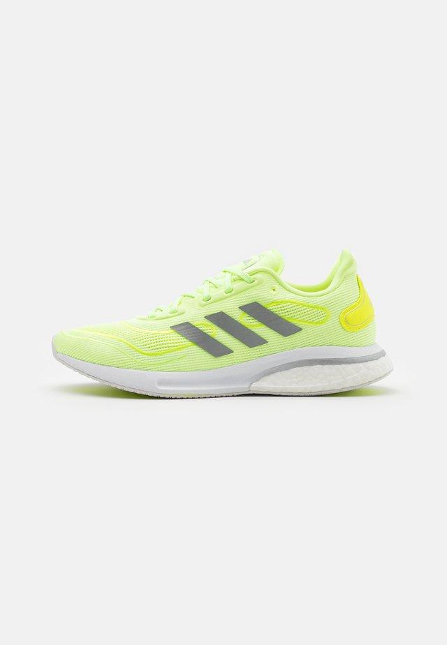 SUPERNOVA - Neutrální běžecké boty - hi-res yellow/solar yellow