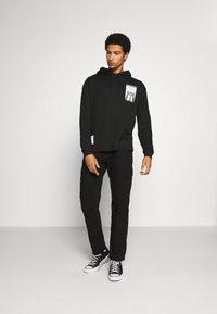 Calvin Klein Jeans - NYCK PHOTOPRINT HOODED - Hoodie - black - 1