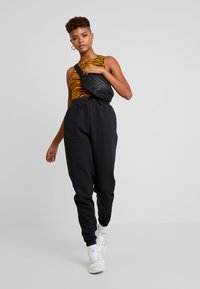 Even&Odd - HIGH WAISTED JOGGERS - Pantaloni sportivi - black - 1
