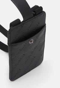 Urban Classics - HANDSFREE PHONECASE WITH WALLET - Phone case - black - 2