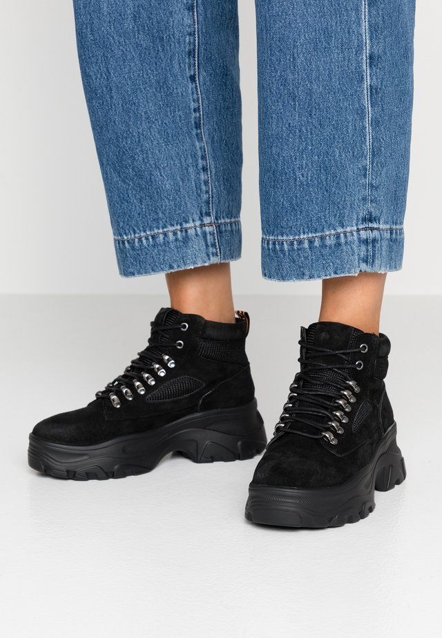 GUNT - Kotníková obuv - black