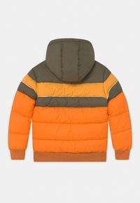 Vingino - TONIUS SET - Winter jacket - fall orange/deep black - 1