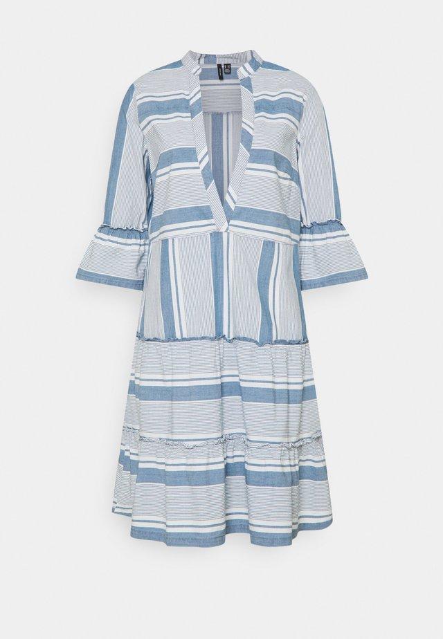 VMAKELA CHAMBRAY TUNIC - Korte jurk - light blue denim/white