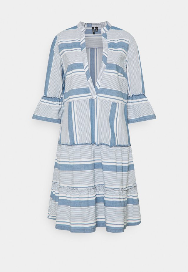 VMAKELA CHAMBRAY TUNIC - Day dress - light blue denim/white