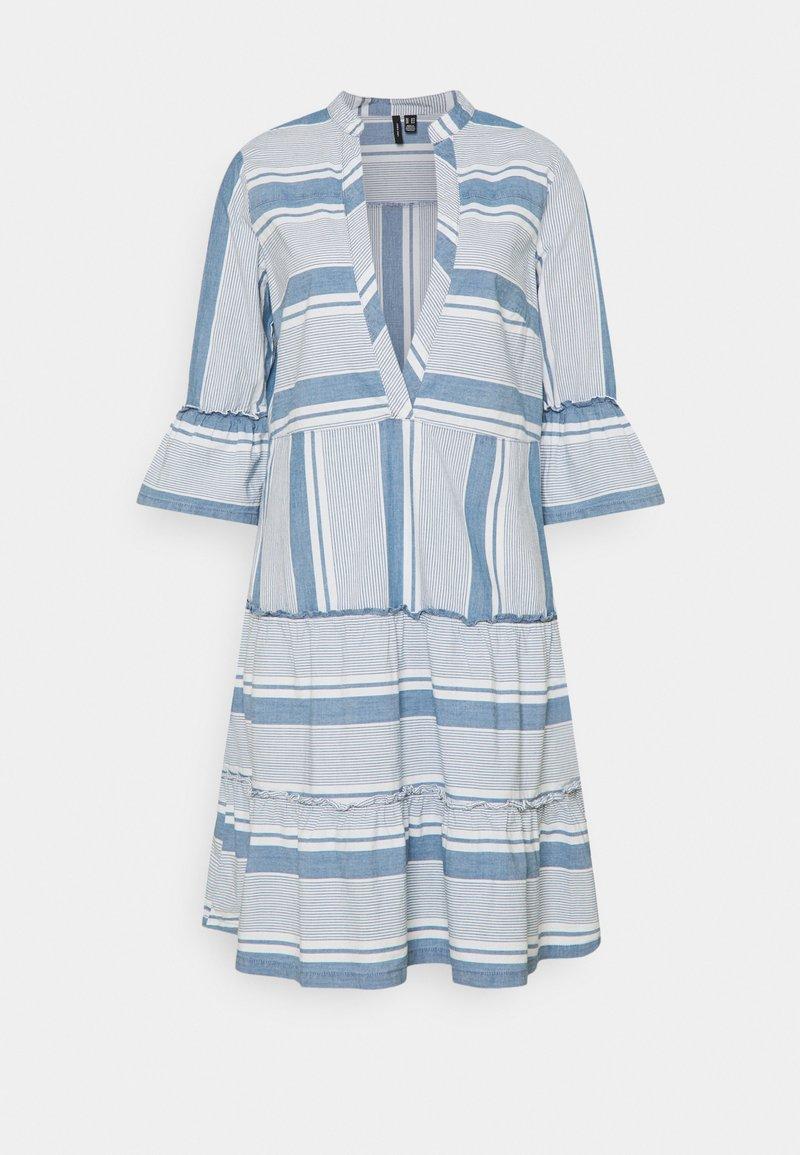 Vero Moda Tall - VMAKELA CHAMBRAY TUNIC - Day dress - light blue denim/white
