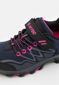 Hi-Tec - BLACKOUT LOW UNISEX - Hiking shoes - navy/magenta - 5