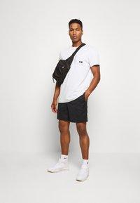 Nike Sportswear - T-shirt basic - photon dust - 1