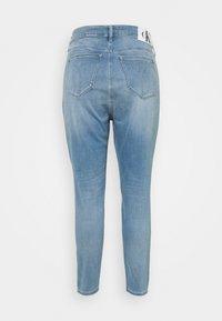Calvin Klein Jeans Plus - HIGH RISE SKINNY ANKLE - Skinny džíny - denim light - 5