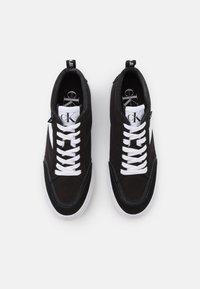 Calvin Klein Jeans - VULCANIZED SKATE MIDLACEUP - Sneakers alte - black - 4