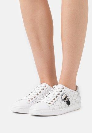 KUPSOLE IKONIC MONOGRAM EMBOSS - Sneaker low - white