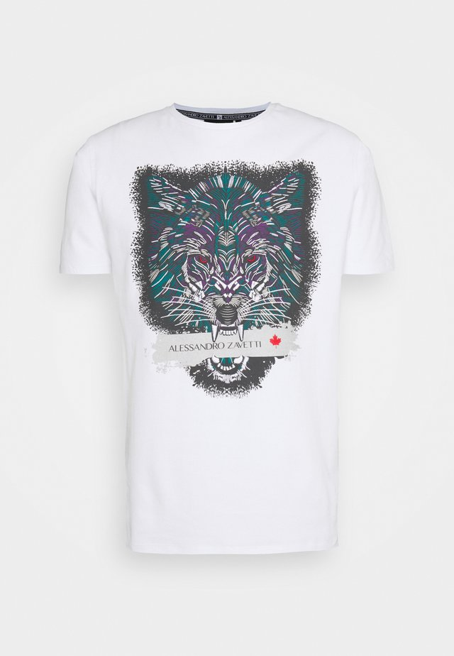 SAVAGE WOLF TEE - T-shirts med print - white